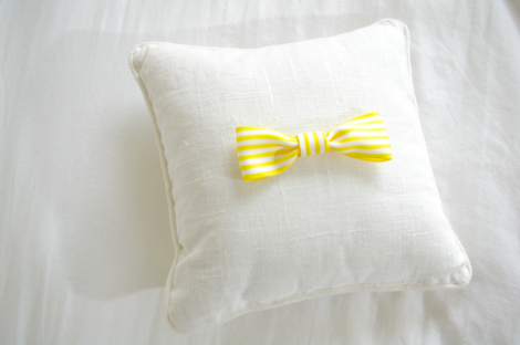 DIY simple bow pillow
