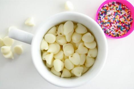 melt white chocolate for apples