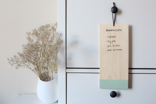 DIY natural wood chalkboard DIY