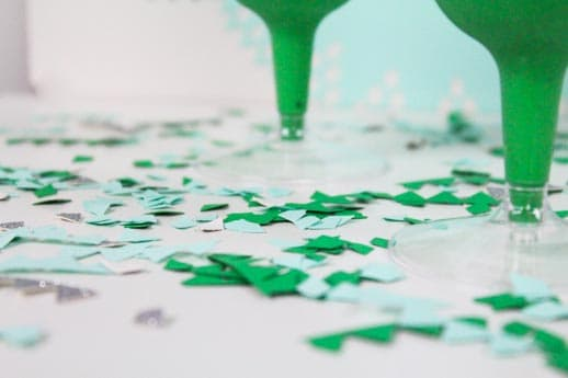 DIY circle punch backdrop and st. patrick's day recipe