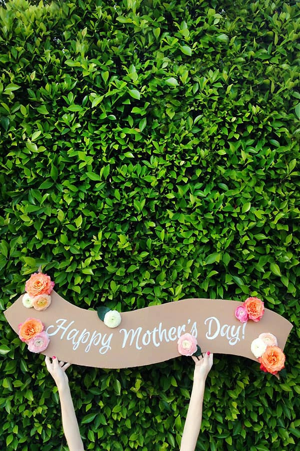DIY fresh flower banner by Studio DIY