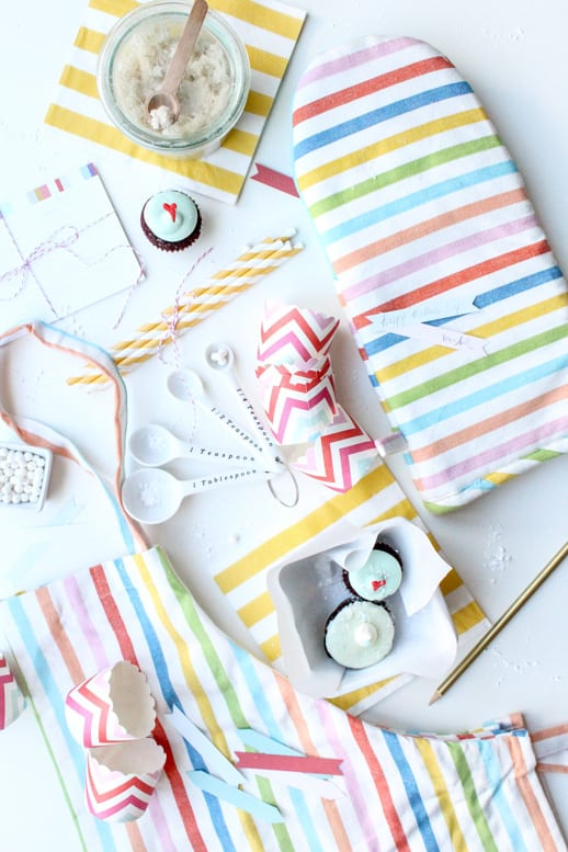 A Not so DIY Mother's Day Gift Set for the Baker - Sugar & Cloth - Houston Blogger - DIY - Gift Guide