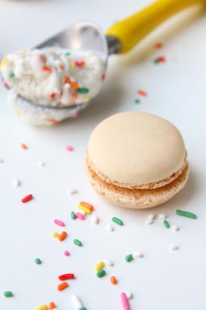 skinny macaroon ice cream sandwich recipe, less than 100 calories!