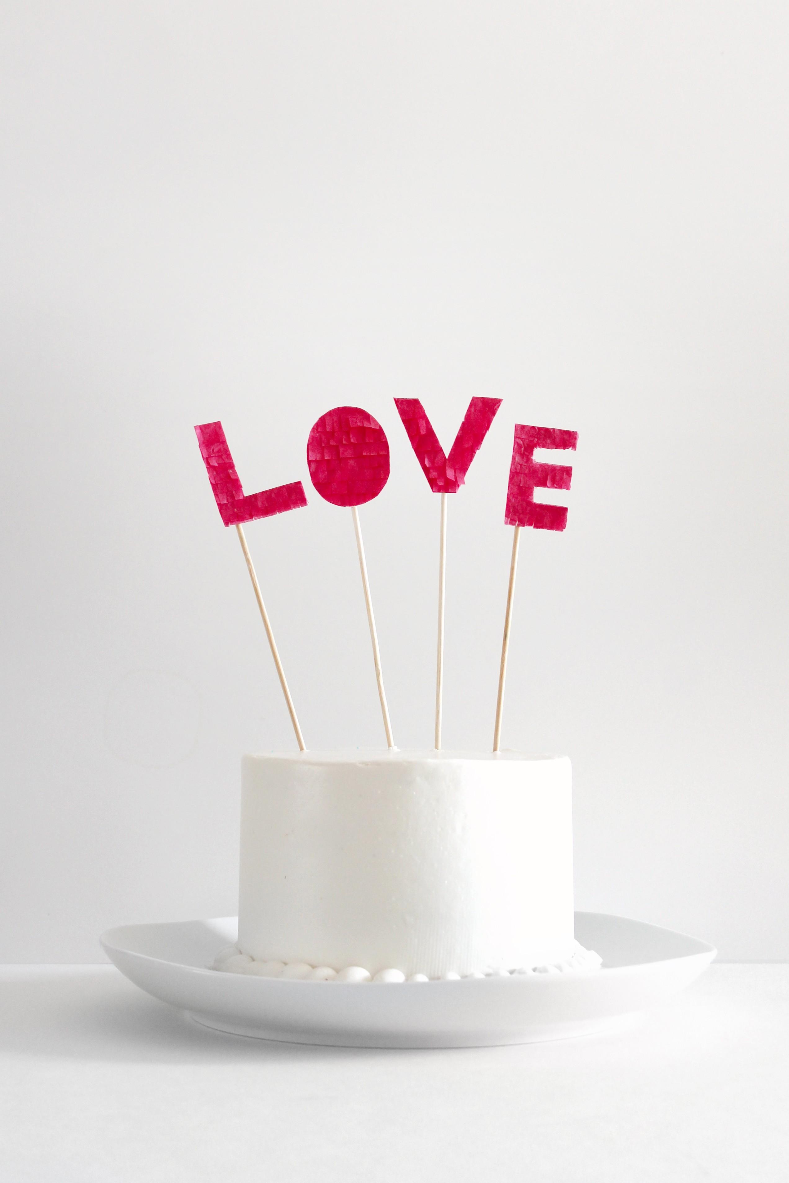 DIY Fringed love cake topper - Sugar and Cloth