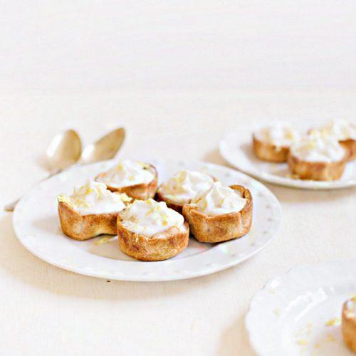 mini lemon cheesecake pies | sugarandcloth.com