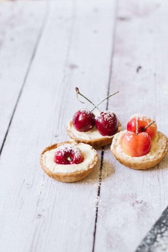 cherry tart recipe | sugarandcloth.com