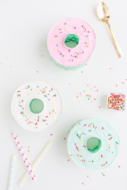 Donut shaped mini ice cream cakes - Sugar and Cloth
