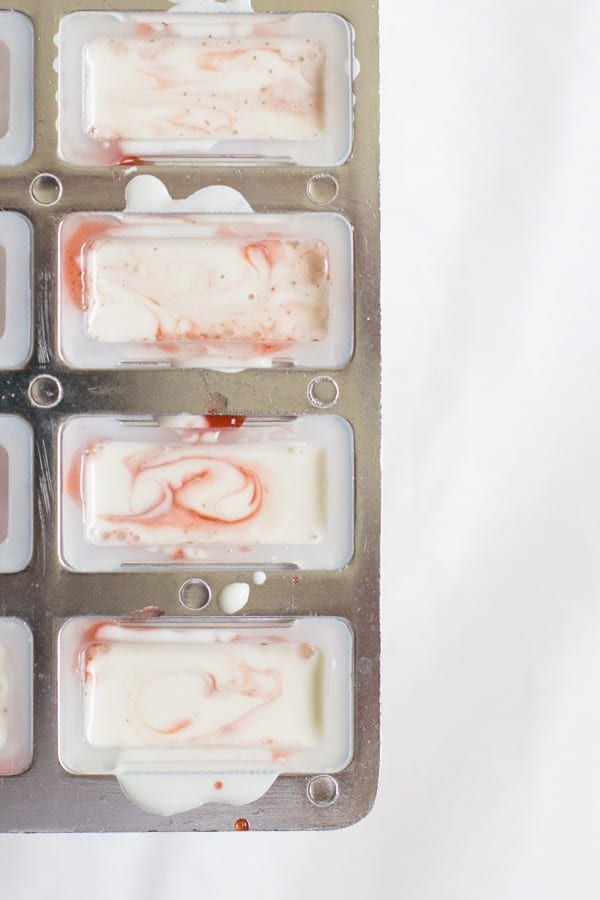 marbled strawberry coconut popsicle recipe | sugarandcloth.com