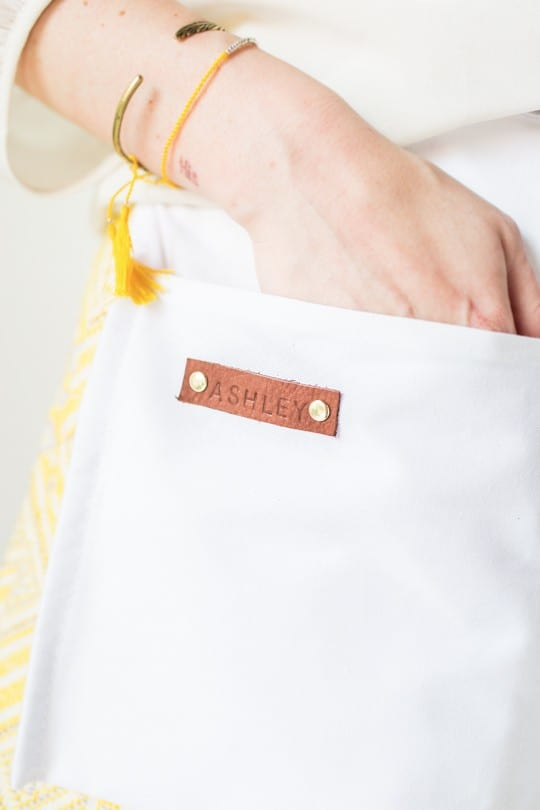DIY floral apron gifts | sugarandcloth.com