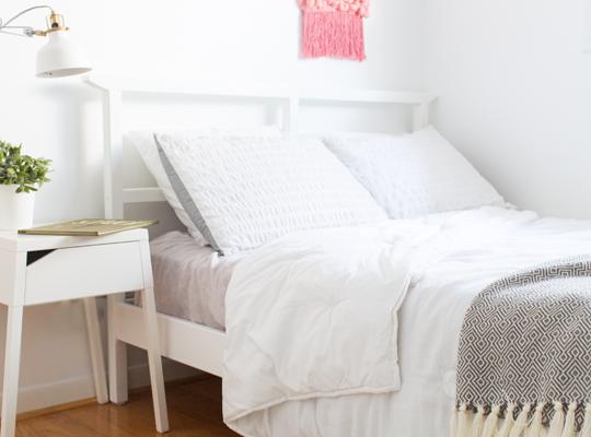 DIY girls room makeover   sugarandcloth.com