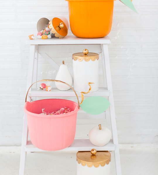 DIY pumpkin candy bucket | sugarandcloth.com