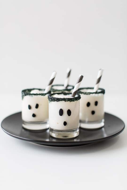 ghouls guts ice cream cake shot recipe | sugarandcloth.com