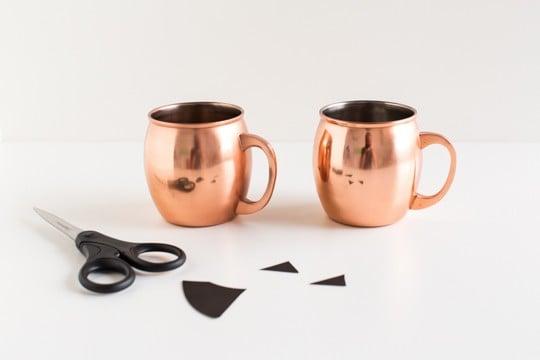 DIY halloween glassware decals   sugarandcloth.com