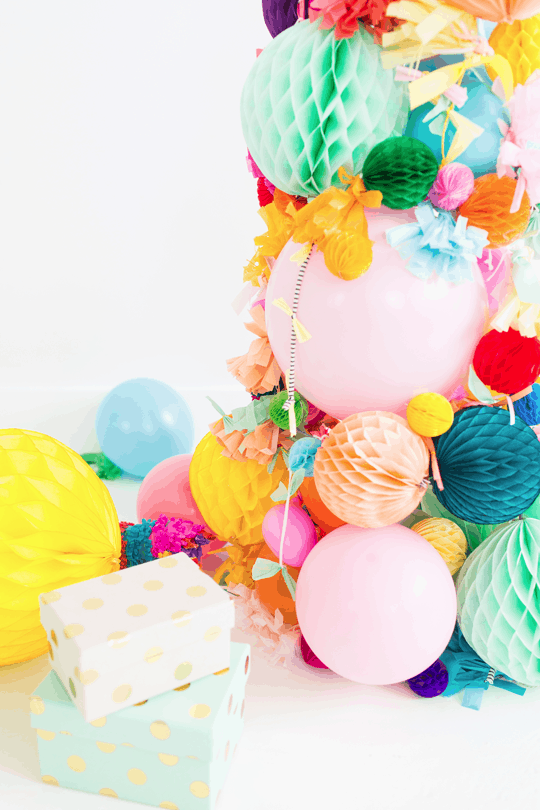 DIY pom pom christmas tree | sugarandcloth.com