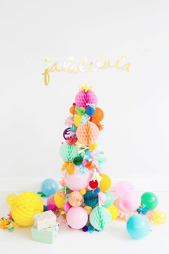DIY pom pom christmas tree | sugarandcloth.com