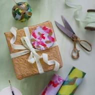 DIY gift wrap ornaments for Anthropologie   sugarandcloth.com