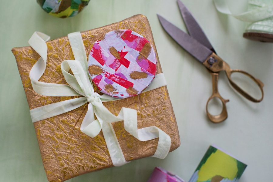 DIY gift wrap ornaments for Anthropologie | sugarandcloth.com