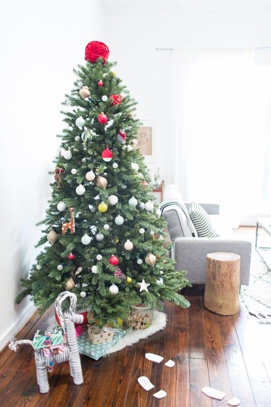 DIY santa footprints   sugarandcloth.com