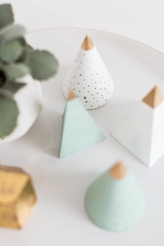 DIY Mini Wooden Christmas Trees by top Houston Blogger Ashley Rose - Sugar & Cloth - DIY Christmas Decor - Holiday Decor #christmas #holiday #xmas #christmasdecor #holidaydecor #wood #tree #christmastree #diydecor #diy #homedecor