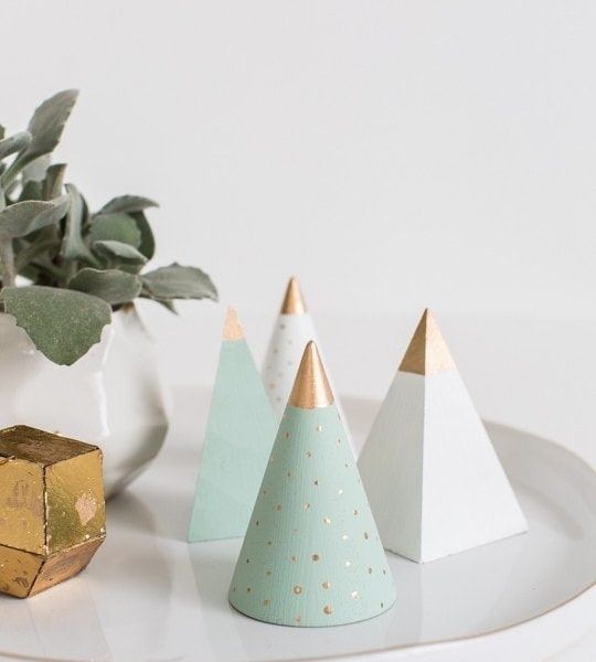 photo of a plate decorated with DIY wooden christmas trees by sugar and cloth