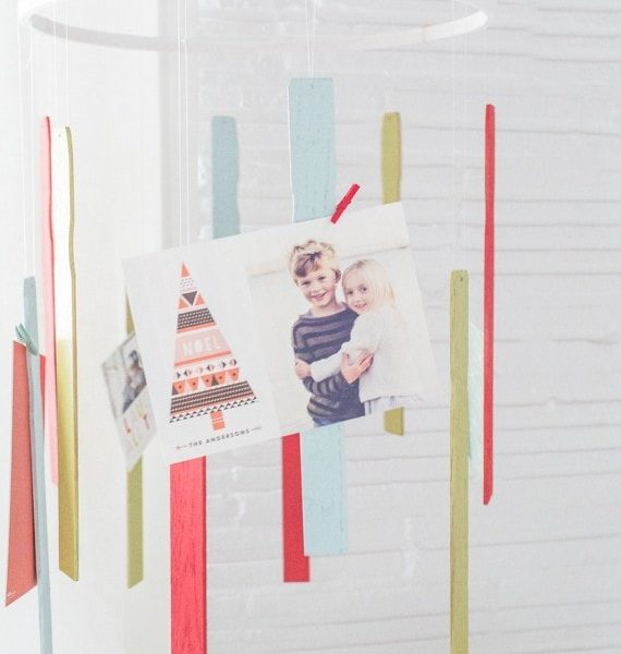 A DIY holiday card mobile | sugarandcloth.com