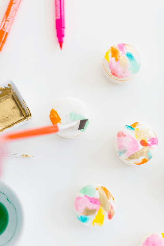 DIY abstract art macarons | Sugar & Cloth