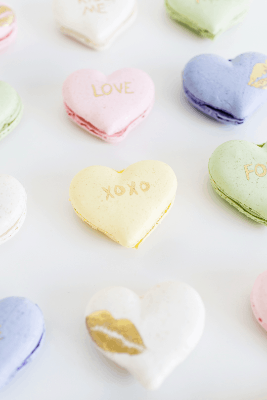DIY Conversation Heart Macarons (and video tutorial ...