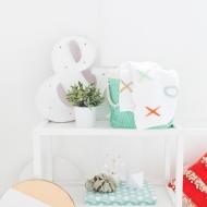 DIY XOXO Throw Blanket   sugar and cloth