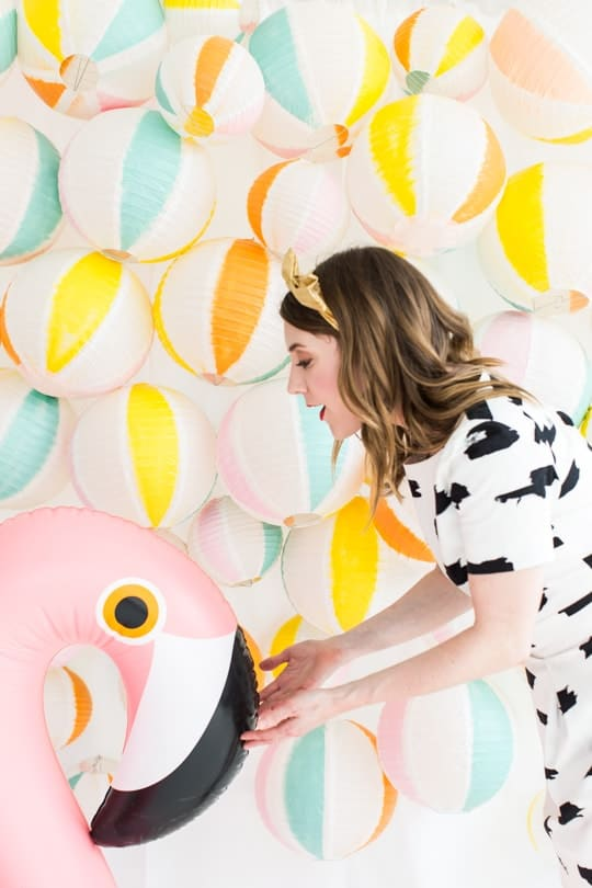 DIY beach ball back drop | sugar & cloth