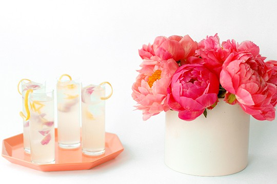Spring fling cocktail recipe with peony ice cubes | sugar & cloth