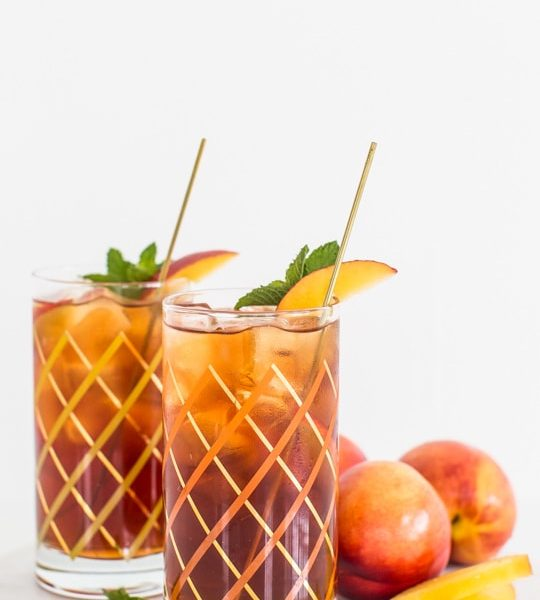 peached iced tea cocktail recipe | sugar & cloth