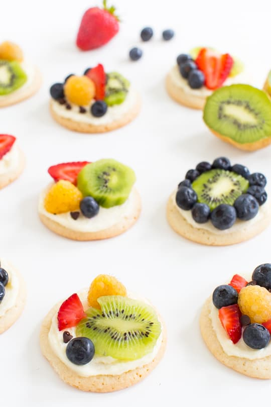 sugar cookie fruit pizza recipe - Sugar & Cloth