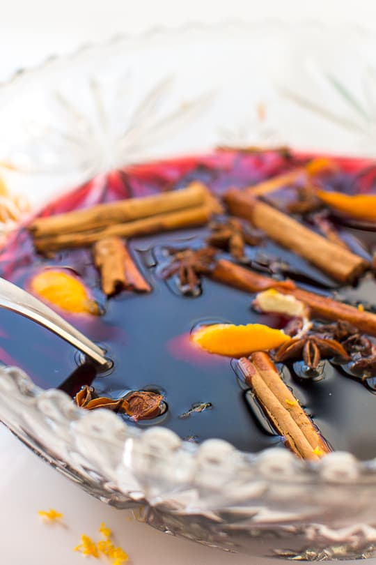 Simple Hot Mulled Holiday Wine with Spices Recipe - Sugar & Cloth by  Houston blogger Ashley Rose  #holiday #wine #mulled #pot #spicedwine #hotwine #simple #christmas #thanksgiving