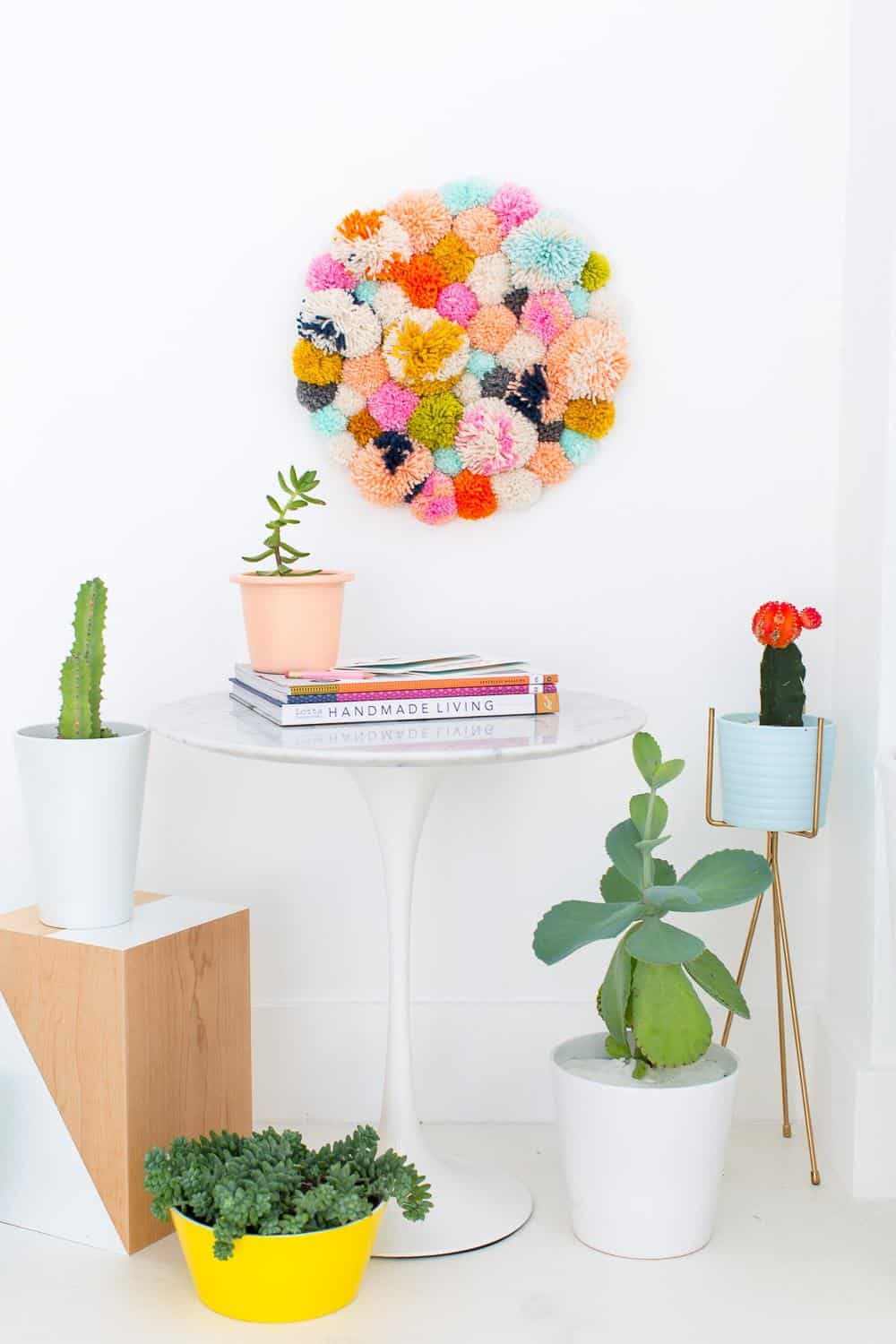 DIY pom pom wall hang - sugar and cloth