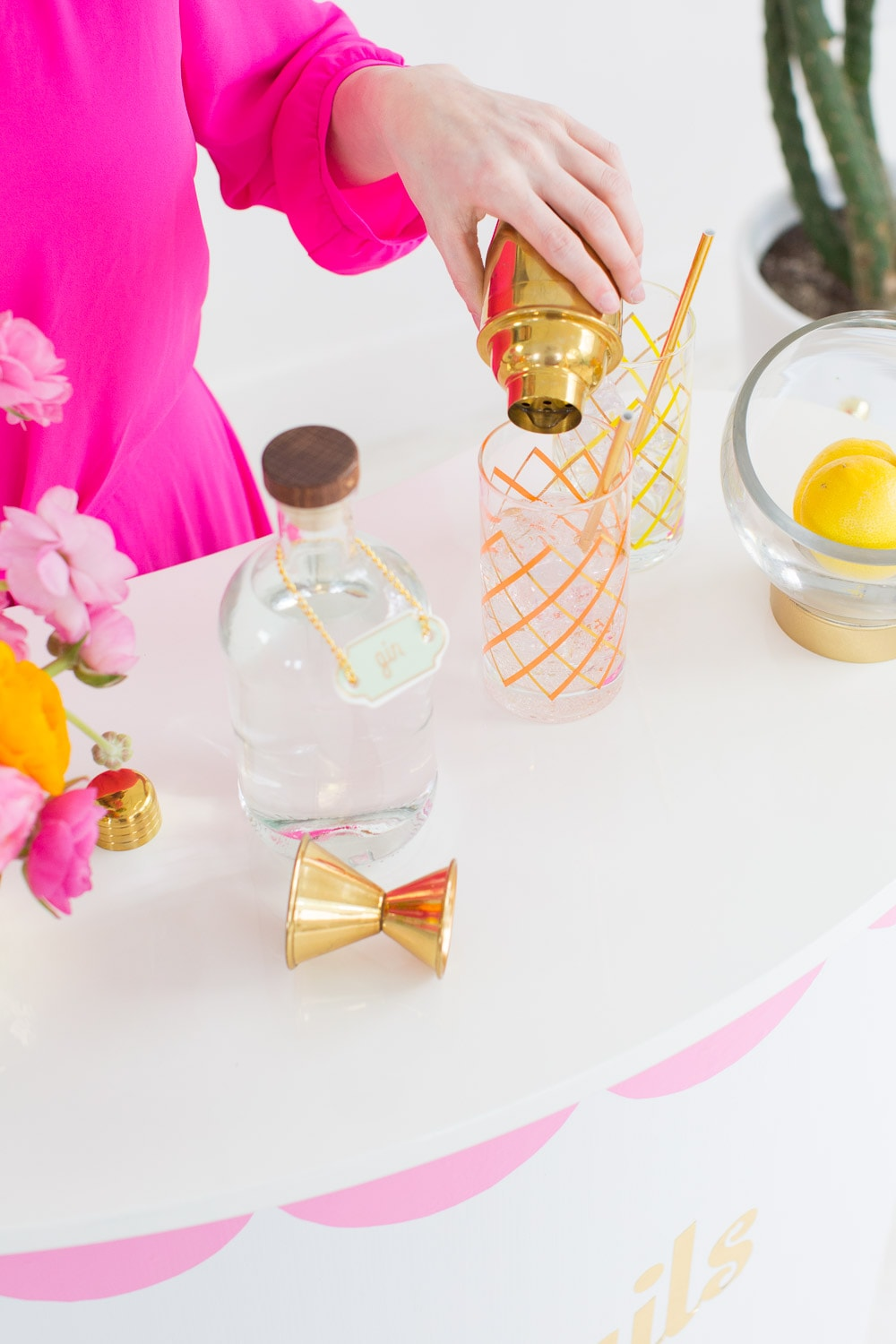 A retro DIY portable cocktail bar for entertaining this Summer! - sugar and cloth
