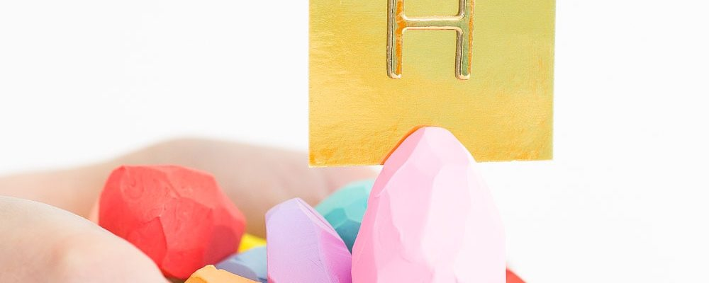 Spicing up the table with these DIY faceted Easter egg place card holders on Sugar and Cloth