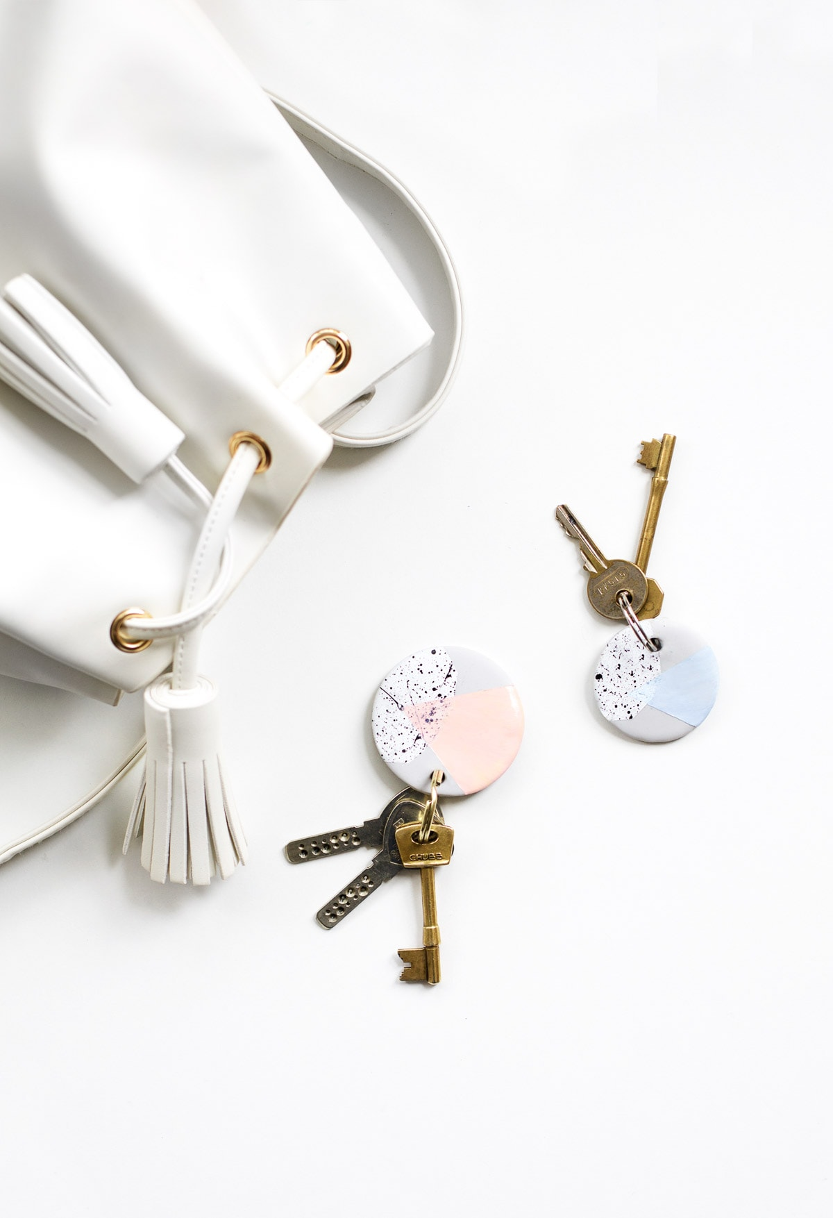 A perfect easy Clay Keychain DIY to make your keys look chic! - sugar and cloth - houston blogger Ashley Rose #doityourself #diy #keys #keyring #keychain #speckled #gift