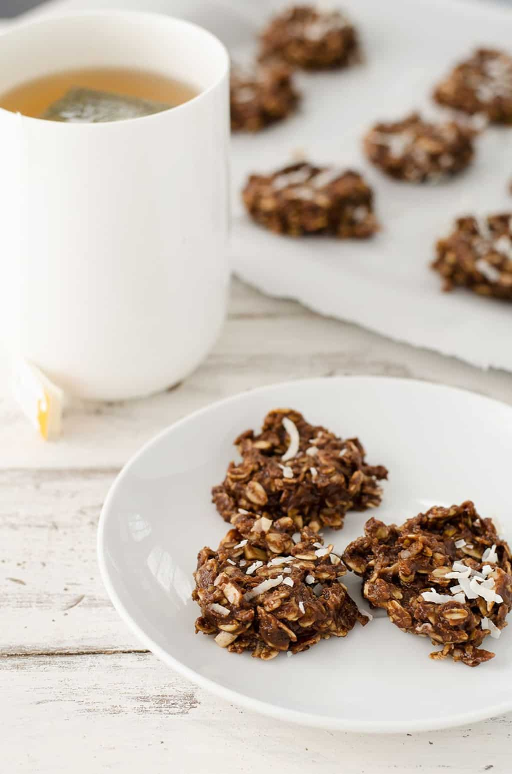 no-bake chocolate almond butter cookies that are perfect for Spring entertaining! - sugar and cloth - ashley rose - houston blogger
