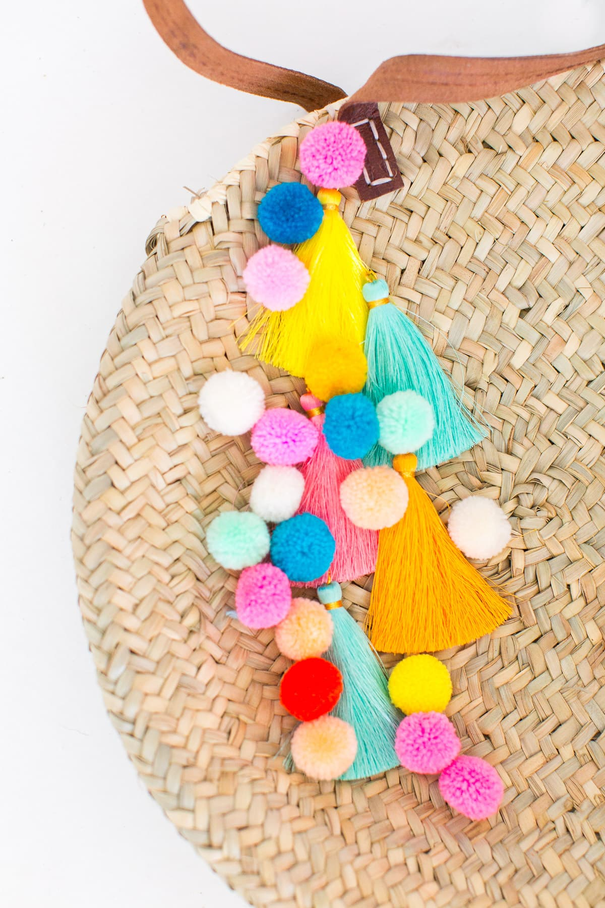 Make a statement this Summer with our DIY pom pom tassel circle pool bag! - sugar and cloth - houston blogger