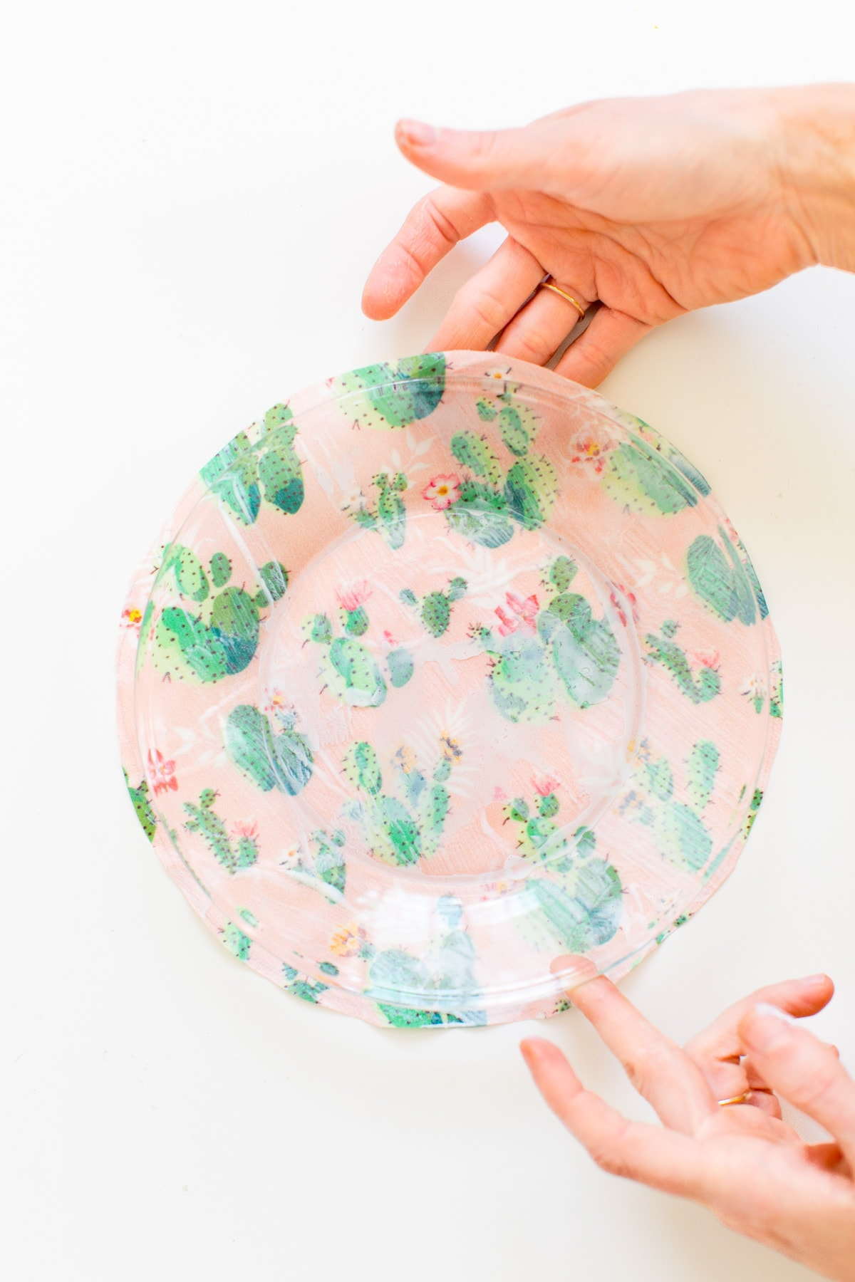 Colorful and cute DIY statement printed plates - sugar and cloth