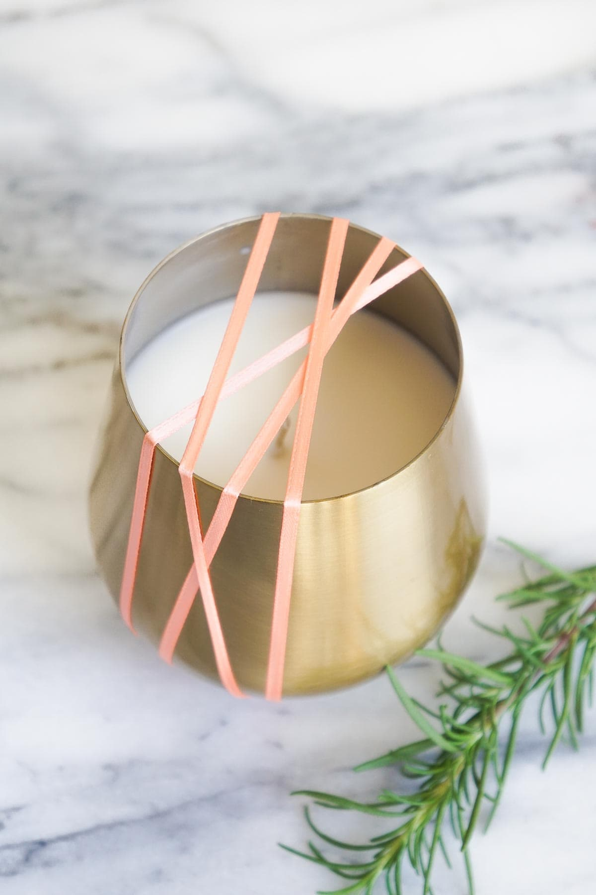 DIY Rosemary and Grapefruit Candle how to by Sugar & Cloth, an award winning DIY blog.