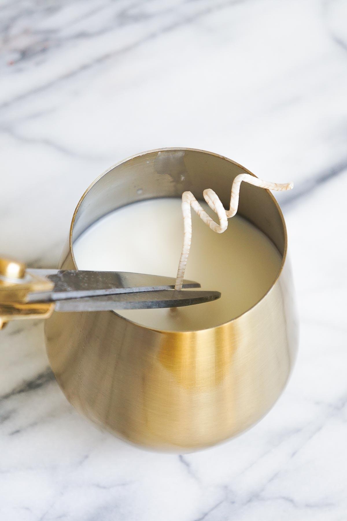 DIY Rosemary and Grapefruit Candle how to by Sugar & Cloth, an award winning DIY blog.