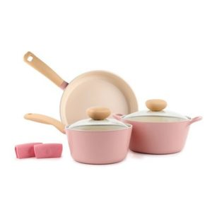 This Retro Cook Set is one of Sugar & Cloth's favorite cooking finds.