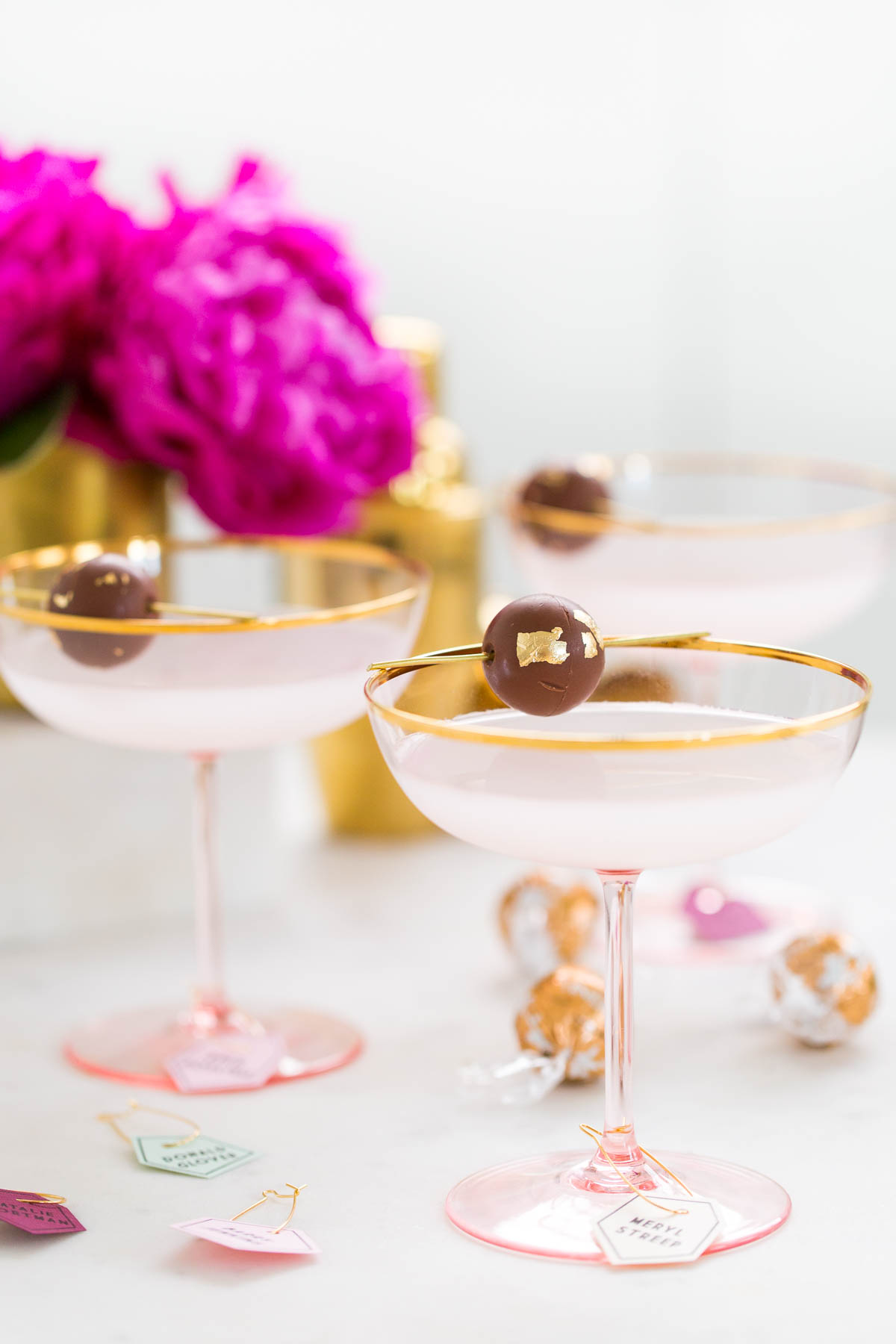 Printable DIY Golden Globes Drink Tags with Lindt Chocolate - by lifestyle blogger Ashley Rose of Sugar & Cloth in Houston, Texas