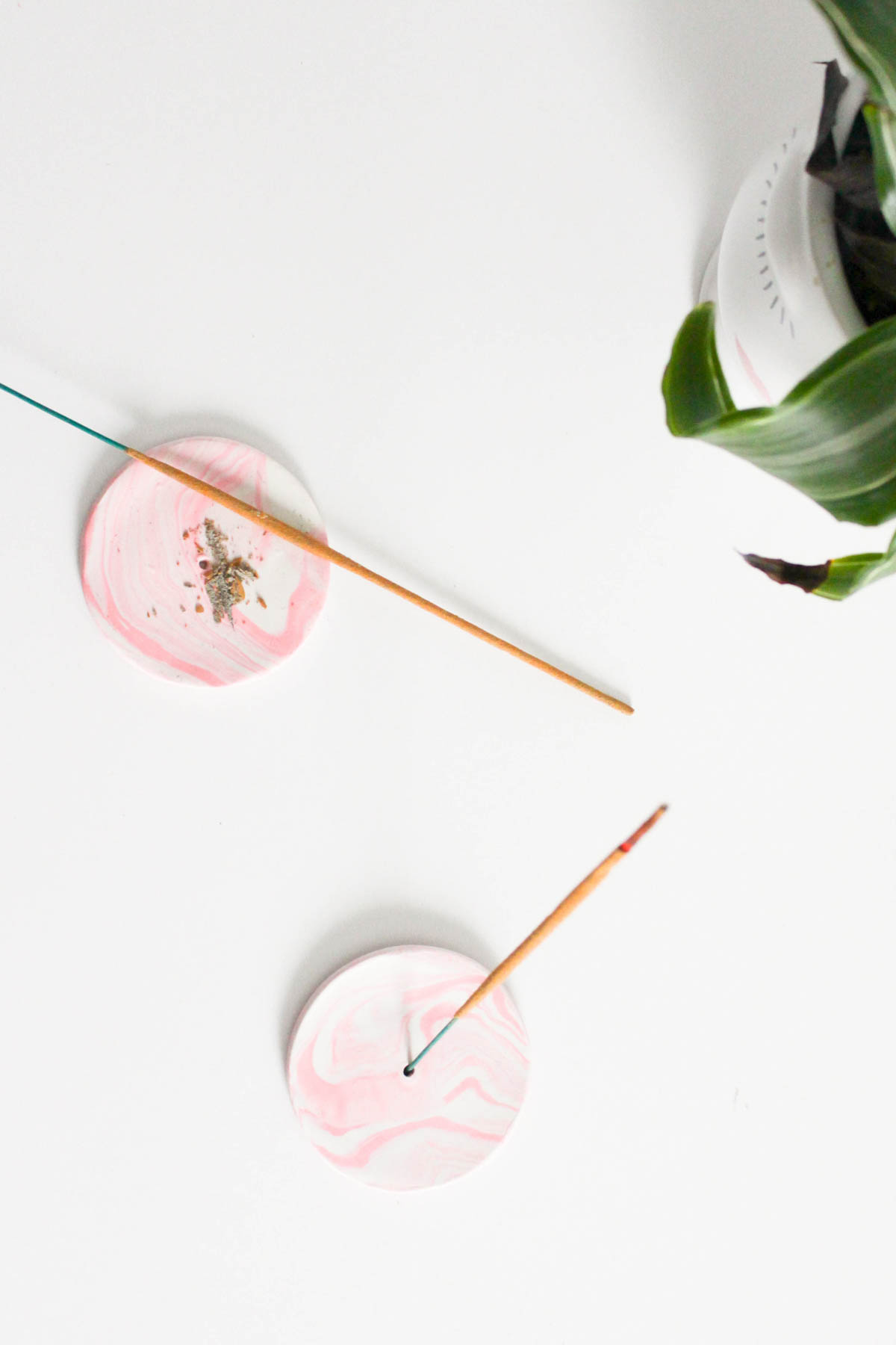 diy clay rose-marbled incense holders | sugar & cloth diy