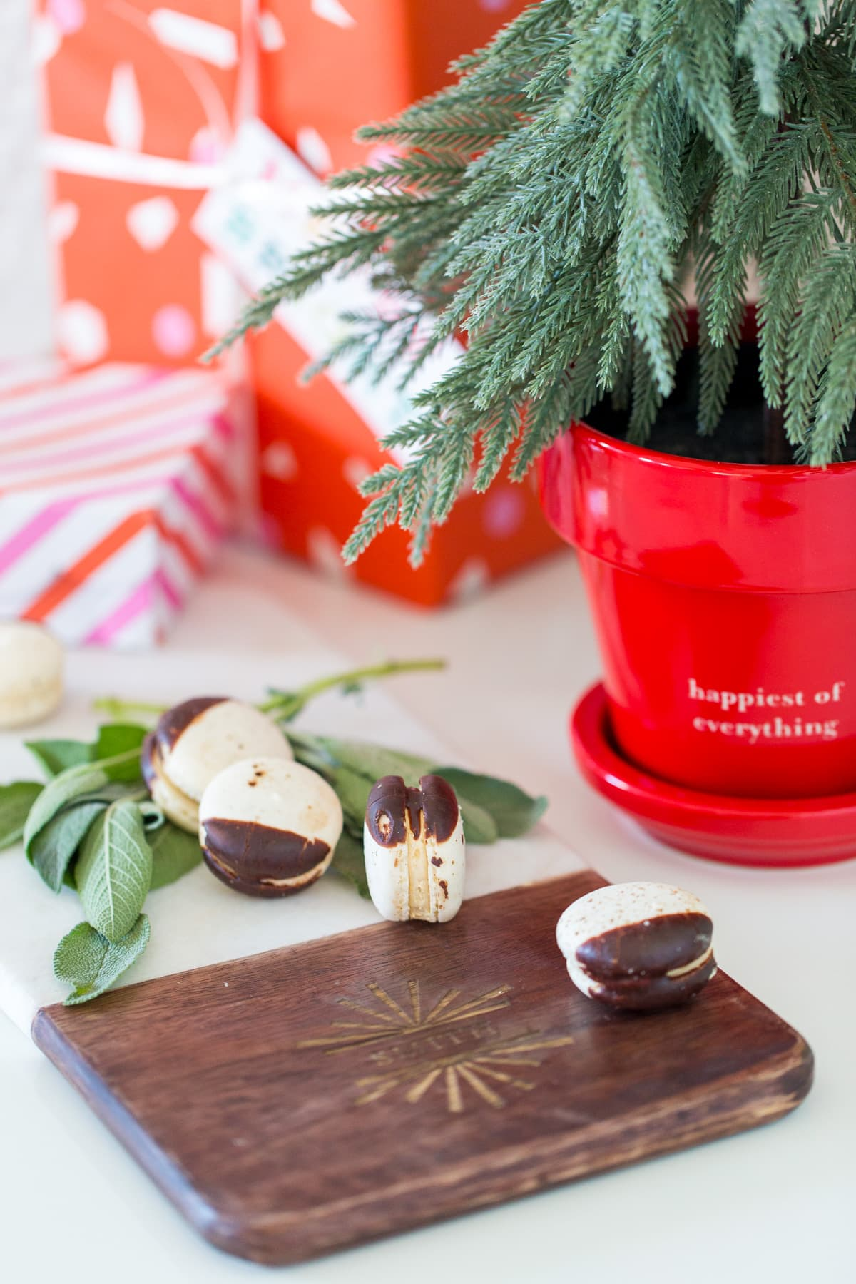 14 Personalized Home Decor & Entertaining Gifts Items For the Holidays by top Houston lifestyle blogger Ashley Rose of Sugar & Cloth