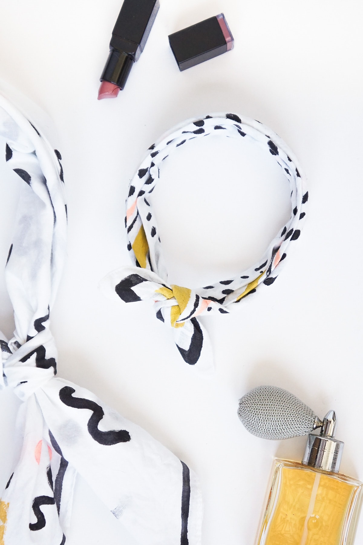Patterned DIY No-sew Neckerchief by top Houston lifestyle blogger Ashley Rose of Sugar and Cloth