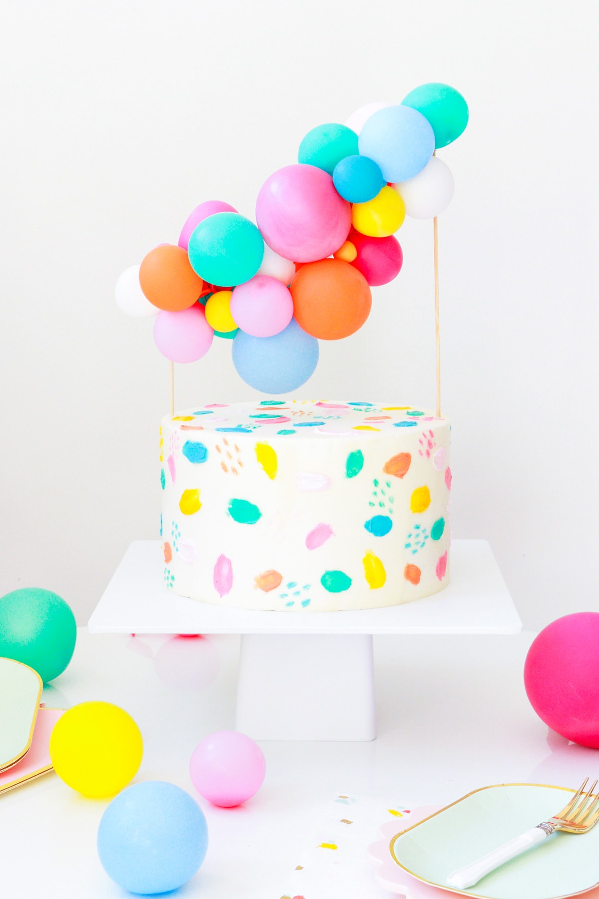 DIY Balloon Cake Topper by top Houston lifestyle Blogger Ashley Rose of Sugar & Cloth - DIY DECOR #DIY #decor #balloon #balloongarland #party #celebrate #birthday #garland #diydecor