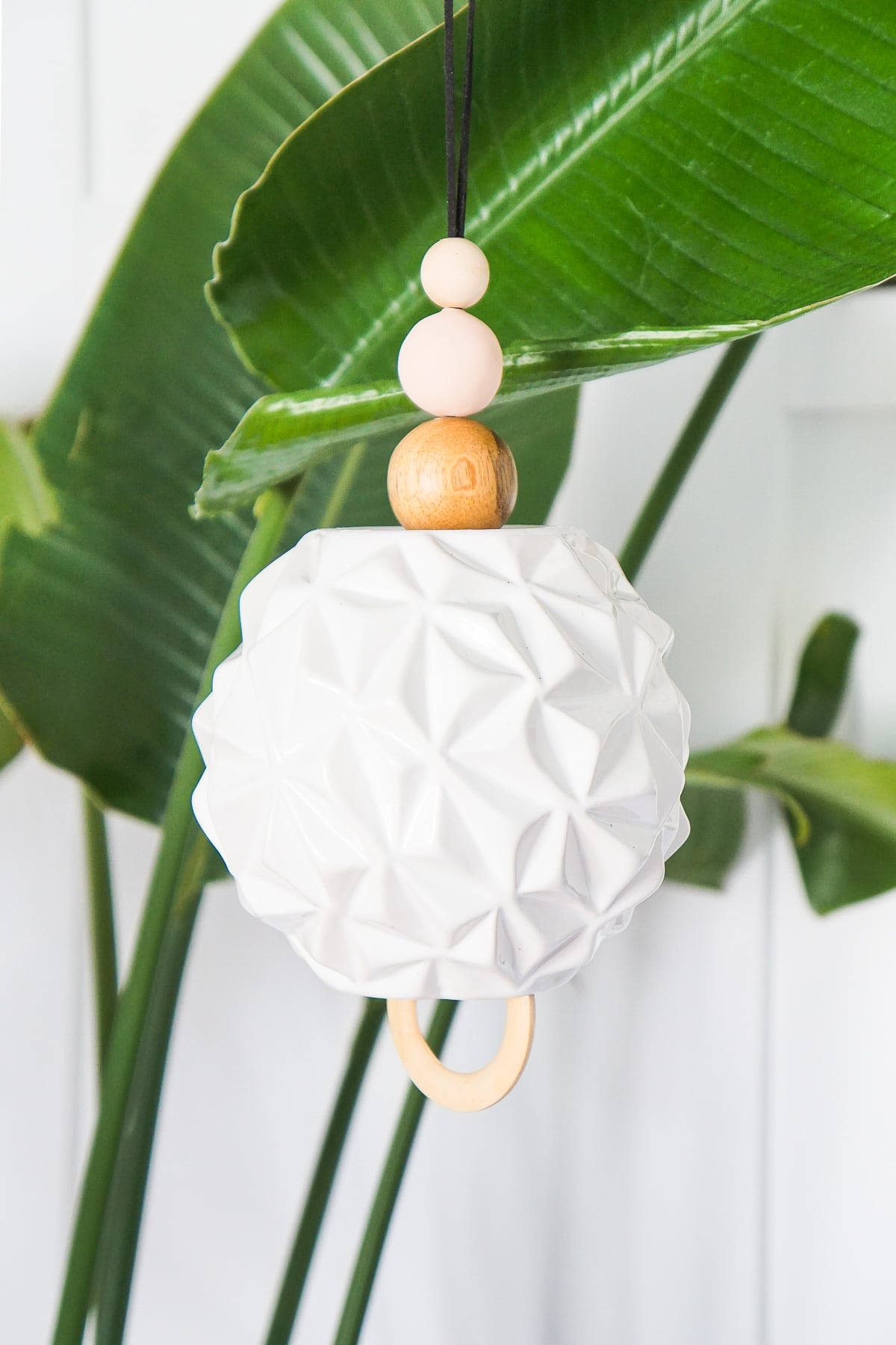Carillon éolien sculptural bricolage par la meilleure blogueuse de mode de vie de Houston Ashley Rose de sucre et de tissu