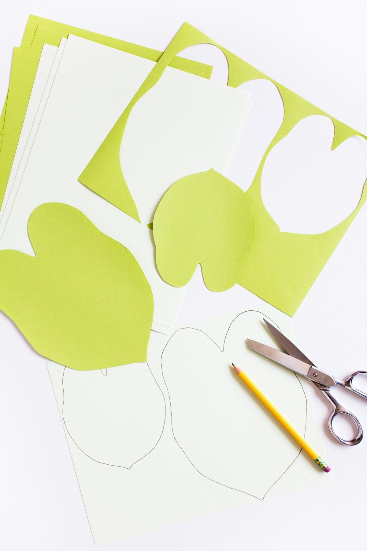 photo de la première étape de la fabrication d'une usine de papier bricolage par la blogueuse de mode de vie de premier plan Ashley Rose de Sugar & Cloth